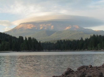 mount shasta with linticular cloud